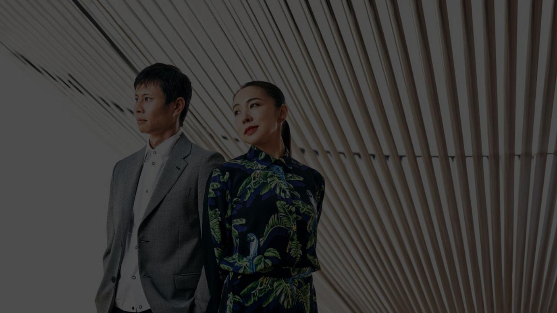 (左から)藤元明、永山祐子 Photo: Yosuke Owashi, Styling: Ikuko Tanizaki, Hair&make up: Takae Kamikawa (mod's hair), Space: B&C HALL, Tennoz