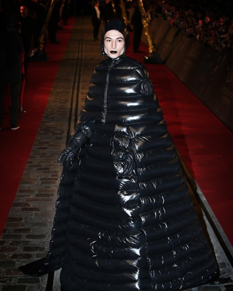 エズラ・ミラー「ファンタスティック・ビースト」試写会でモンクレール ジーニアス着用