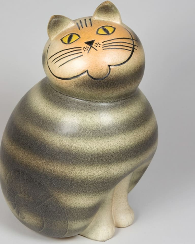 Mia Cat from the Big Zoo series.(Manufactured from 1966, this copy made at Keramikstudion 1990.)作品所蔵:個人蔵、スウェーデン 作品画像:© Lisa Larson/Alvaro CampoMia Cat from the Big Zoo series.(Manufactured from 1966, this copy made at Keramikstudion 1990.)作品所蔵:個人蔵、スウェーデン 作品画像:© Lisa Larson/Alvaro Campo