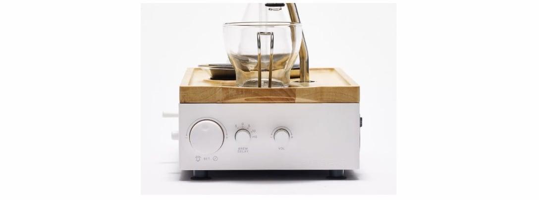 47f5413231 目覚ましと一体になったスタイリッシュなコーヒーメーカー