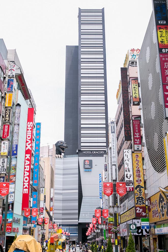 シネコン激戦区に都内最大級「TOHOシネマズ」参入  新宿コマ劇場の跡地
