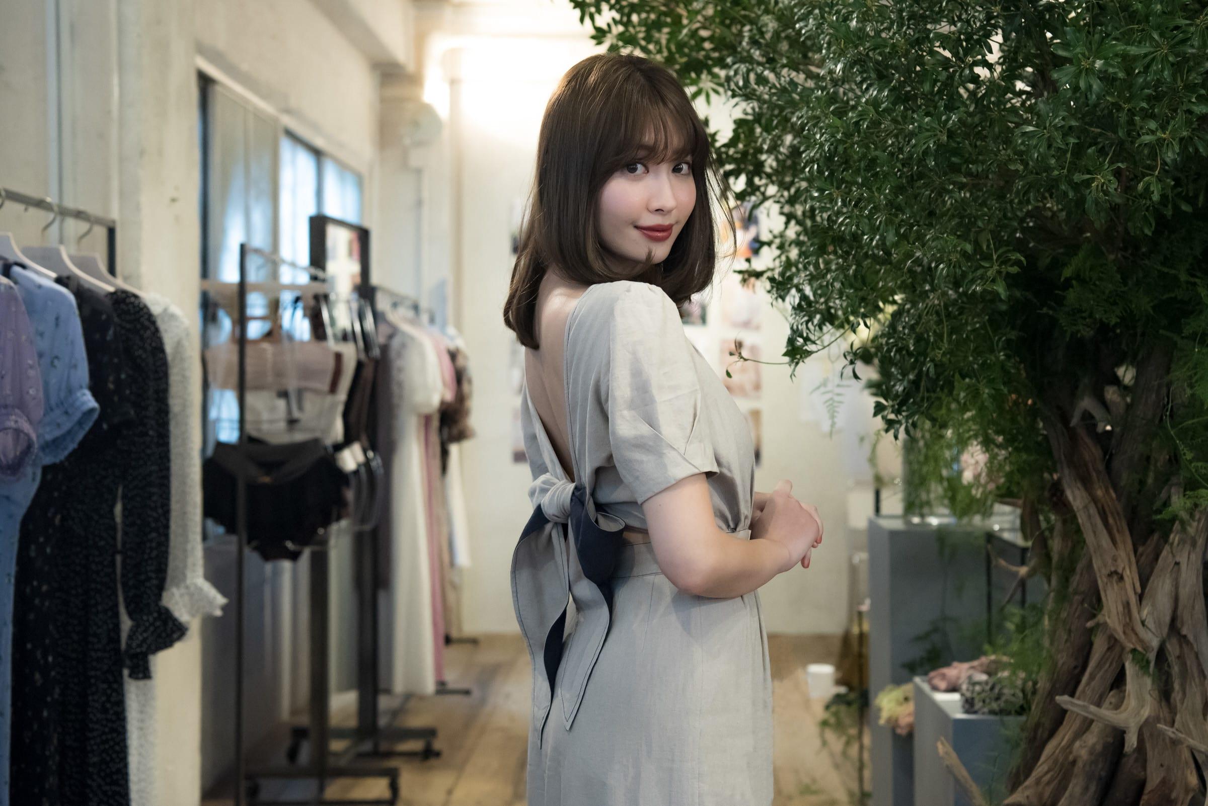a3214aa5e72bf AKB48卒業から2年、小嶋陽菜が選んだファッションの道とこれからのコト